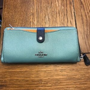 NWOT coach wallet with silver hardware